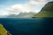 Leirvikfjord-uitzicht-op-eiland-Kalsoy